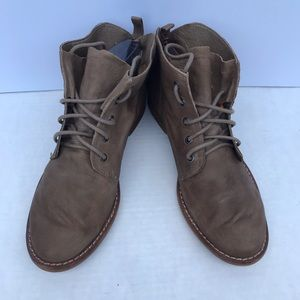 Sam Edelman Tan Leather Lace Up Booties